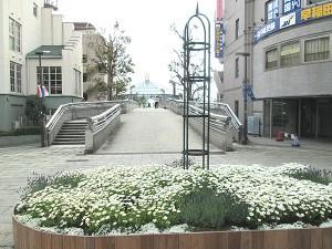 ステージ広場オベリスク