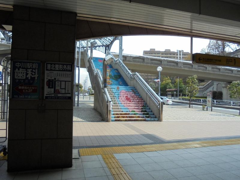 写真7 駅から見る階段