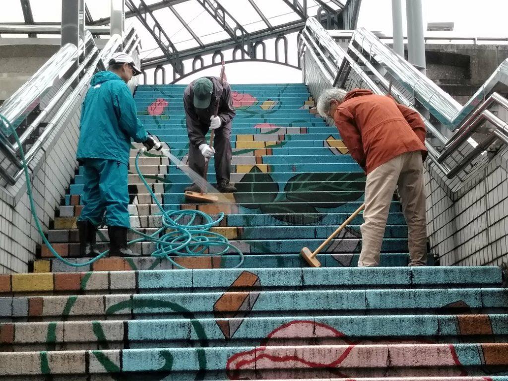 階段アートの水洗1